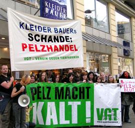 Kleider bauer protest